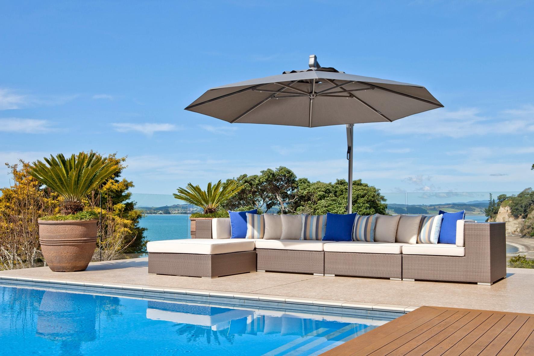 Horizon cantilever umbrella in Cockle Bay