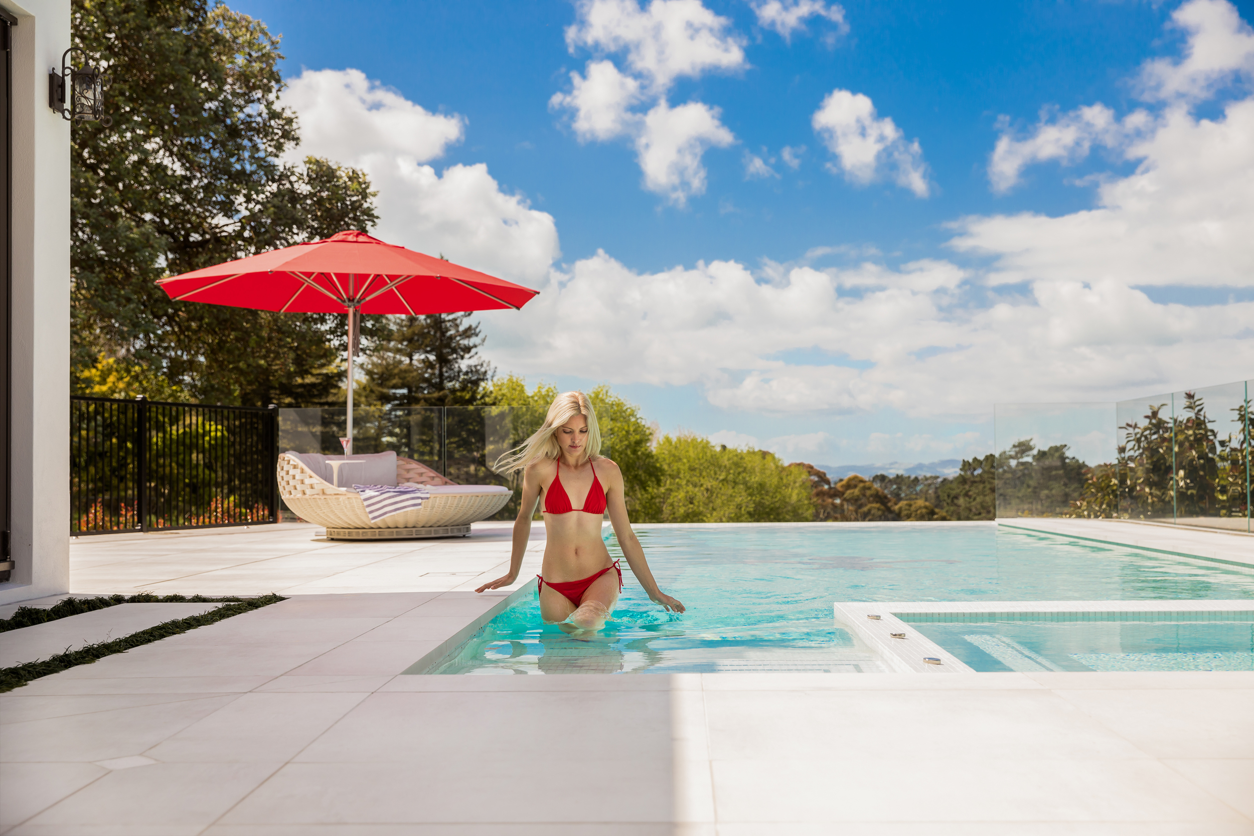 Round Outdoor Umbrella by Pool - Shade7 Milan